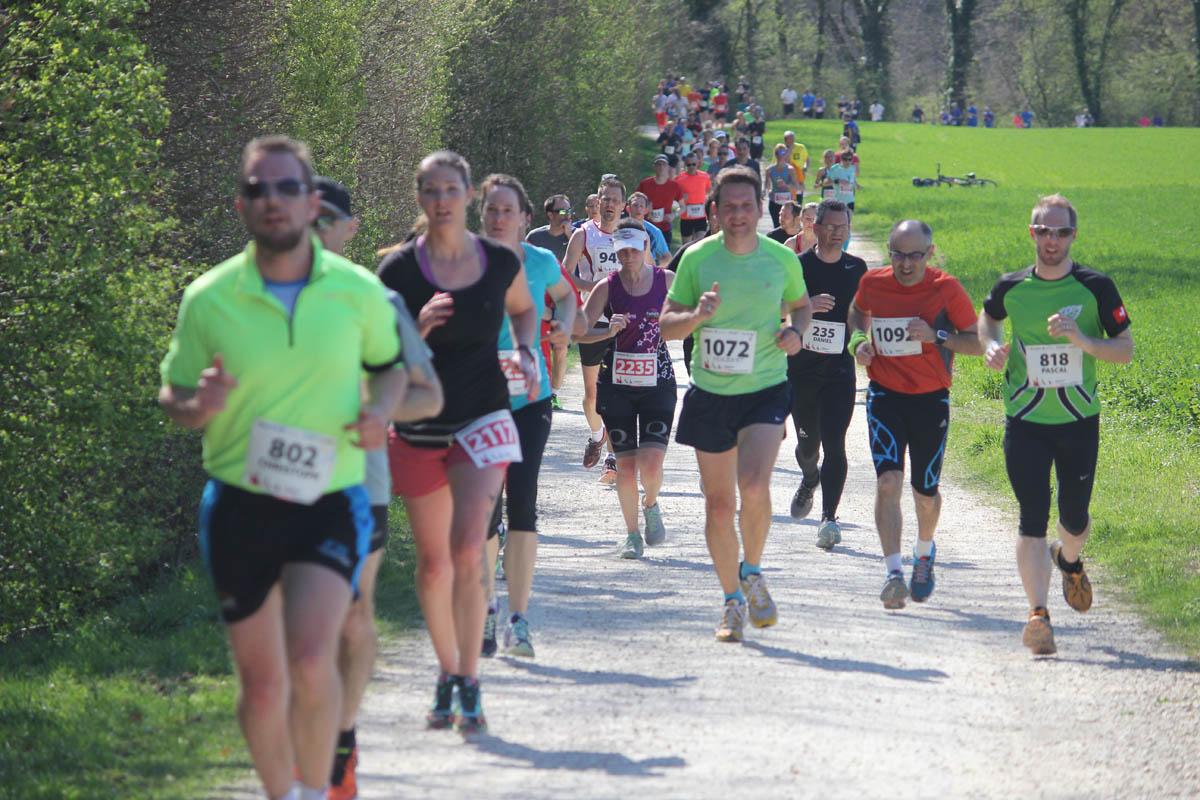 Läufer und Helfer für den Limmat-Lauf am 24. März 2018